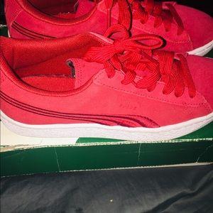 Red puma's